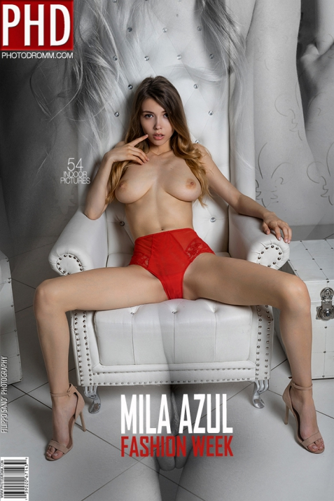 Mila Azul - Fashion Week - 54 pictures - 3000px (6 Sep, 2018)