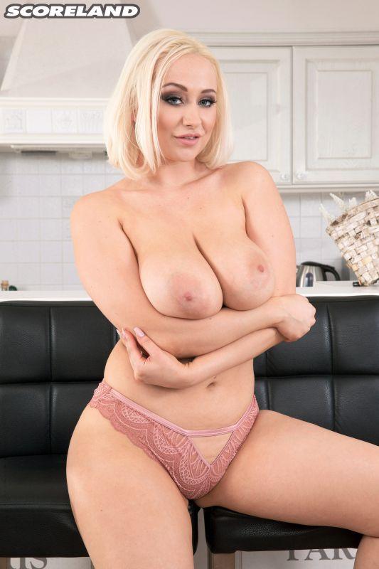 Rachael C Busty British Blonde 09/08/18