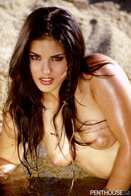 Sunny Leone Pet of the Year 2003 09/21/18