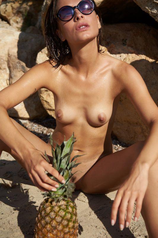 Olivia Peltzer in Playboy Germany - Vol 2 x42 2700px (10-20-2018)