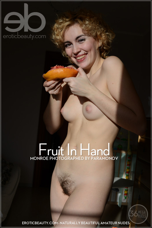 Monroe - Fruit In Hand - 49 pictures - 7360px (23 Oct, 2018)