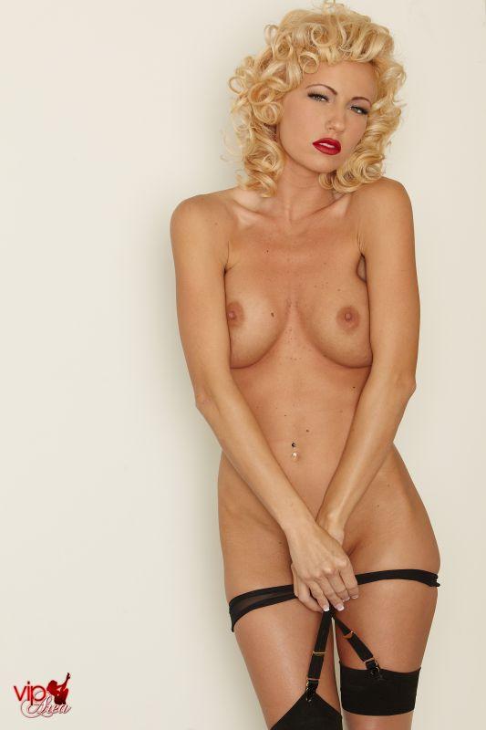 Cody Love - Marilyn - x141 - 3000px (20 Nov, 2018)