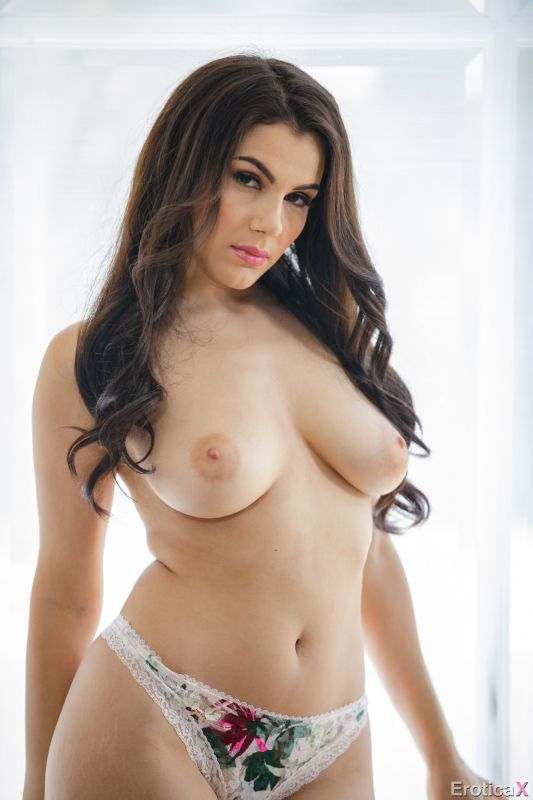 Valentina Nappi - Lovers Retreat 225 pics 1920px Dec 12, 2018
