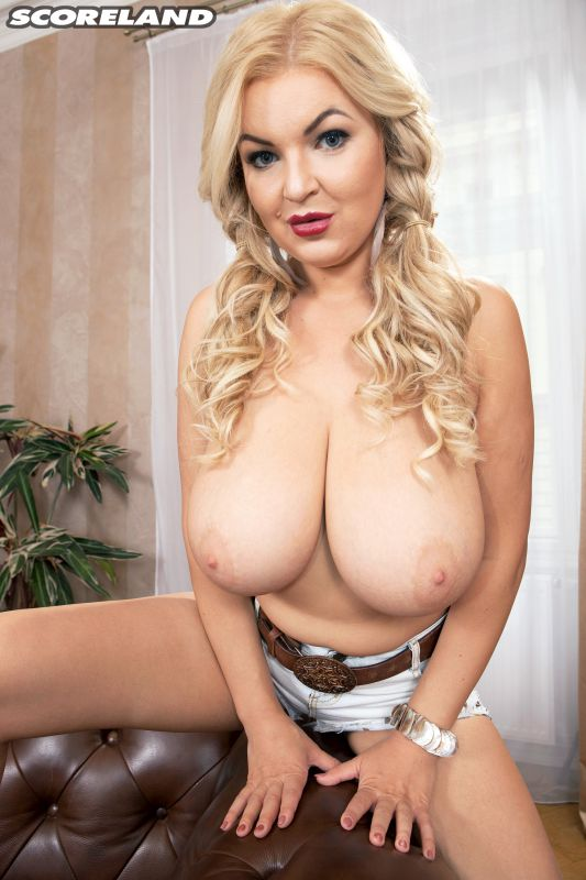 Diana Frost - Busty Euro Cowgirl - 3000px - 100X (03-01-2019)