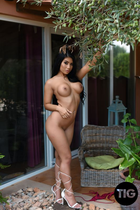 Nicole Snow - Creature of Curves x239 3000px (01-08-2019)