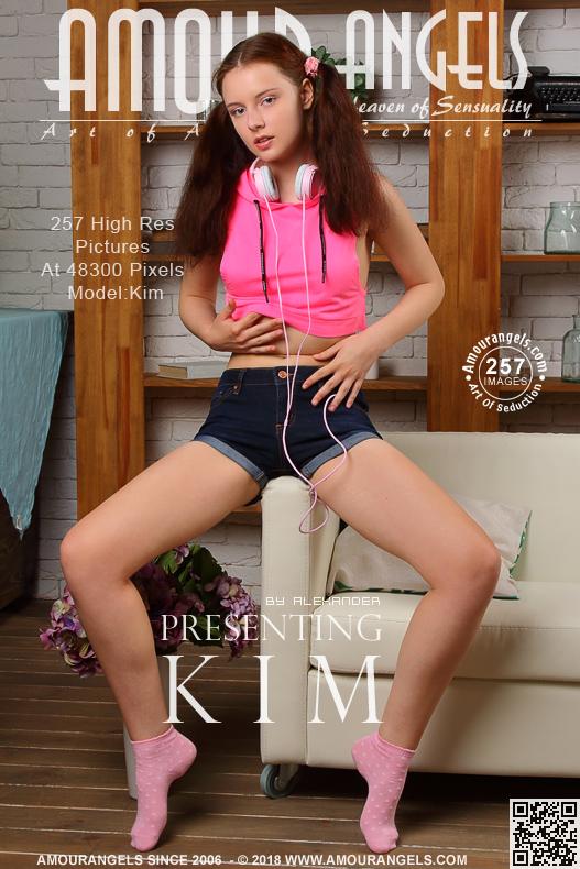 Kim - Presenting Kim - 4752px - 257 pictures (11 Aug, 2018)