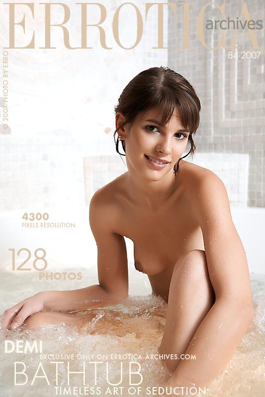 Demi Bathtub x129