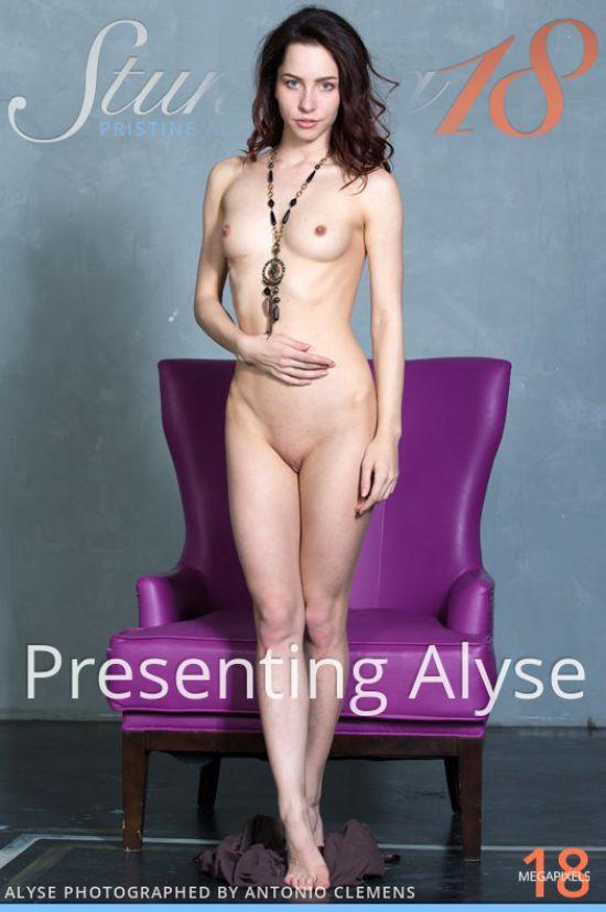 Alyse Presenting [x89]
