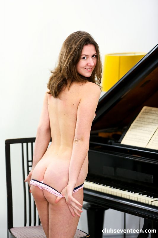 Alessandra Amore - The Naked piano Player - x89 - 4000px (19 May, 2019)