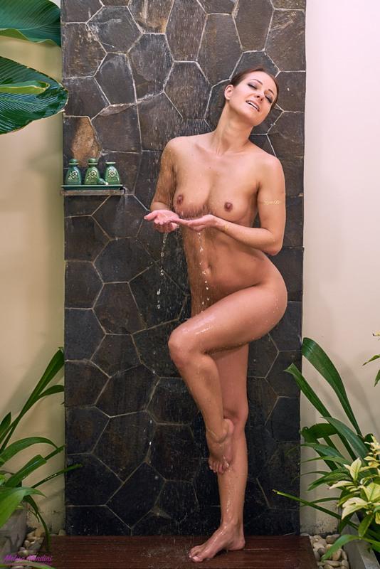Melisa Mendini - World Outdoor Shower