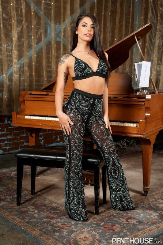 Gina Valentina - Electric Desire (24-08-2019)