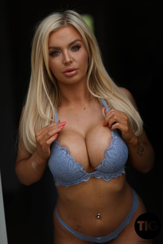 Megan Marie - The Naked Welcome - (17-10-2019)